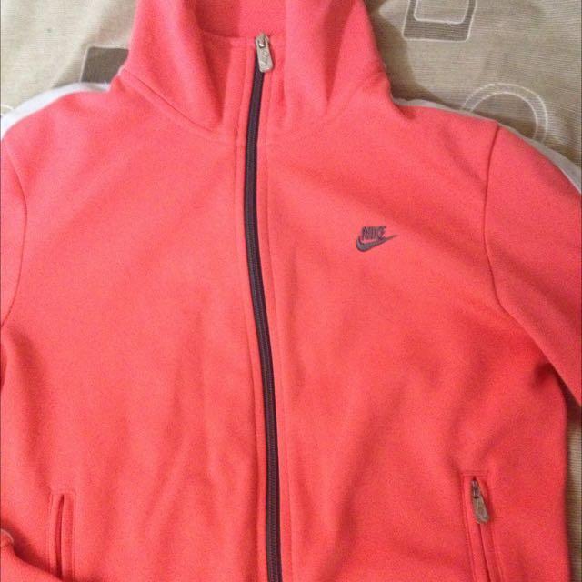 (保留中)Nike 女生外套
