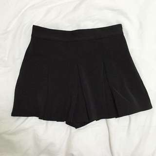 Black Pleated Skorts