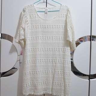 白色氣質連身裙或長版衣服