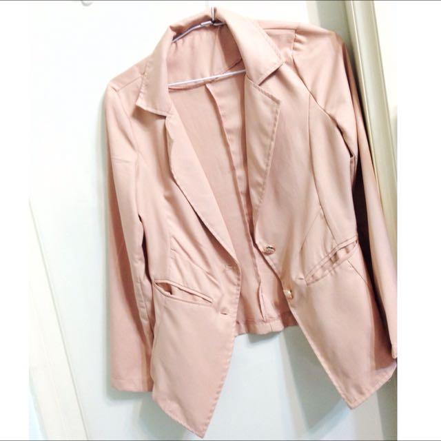 粉色薄西裝外套