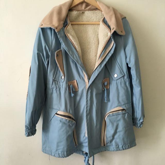 淺藍色袖子補丁內裡羔羊毛大衣