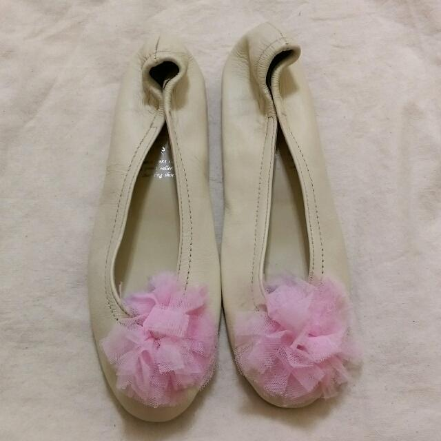 🐼 二手 🐼 粉紅蕾絲小花 娃娃鞋  - 米白