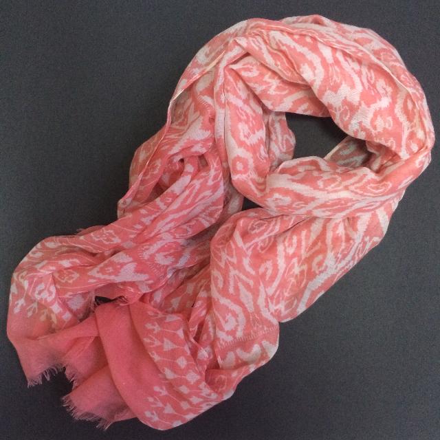 NET motif scarf