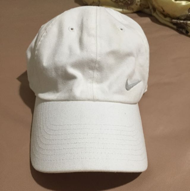 Nike全白鴨舌帽 (保留)