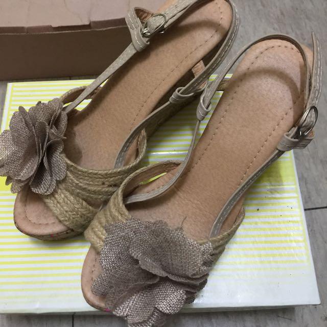 白鳥麗子 高跟 楔形鞋 花朵裝飾🌺 好穿不咬腳 氣質 優雅