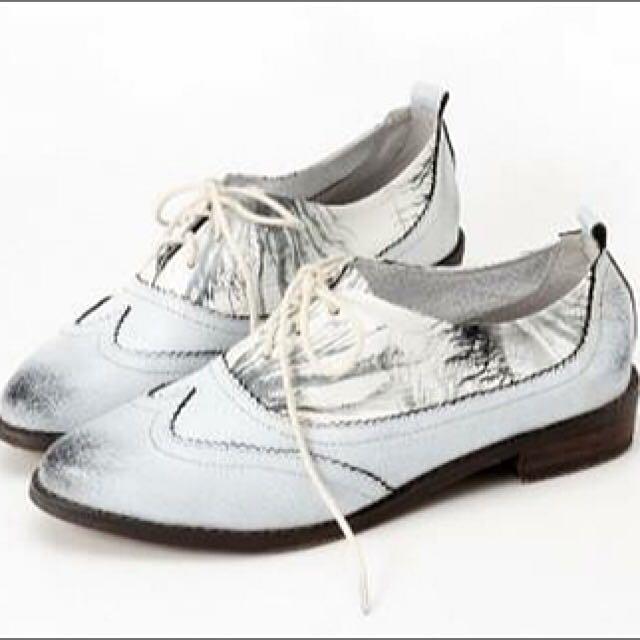 近五折出清 HERLS 潑墨擦色真皮綁帶牛津鞋