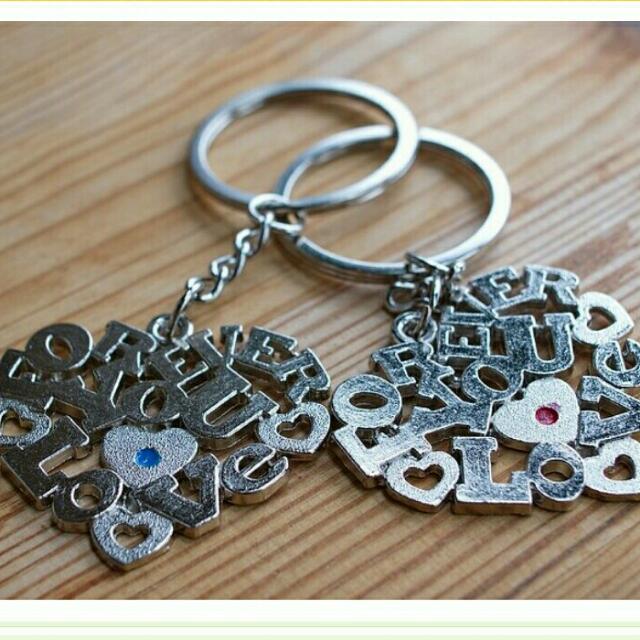 LOVE 情侣 愛心 男女 鑰匙圈 精美不鏽鋼 (一對)