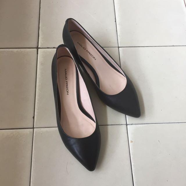 專櫃Mauo Frizon 黑色尖頭低跟鞋