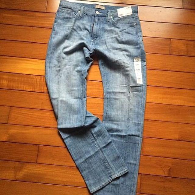UNIQLO隨興淺色牛仔褲