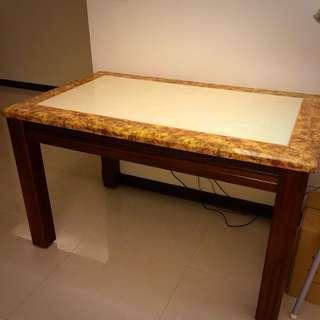 大理石檯面餐桌