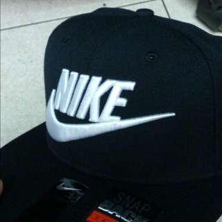 Nike 黑白 後扣 電繡 棒球帽 Futura True Cap Snap Back