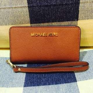 (新品出售) MICHAEL KORS 立體logo防刮皮革手機萬用夾 (咖)