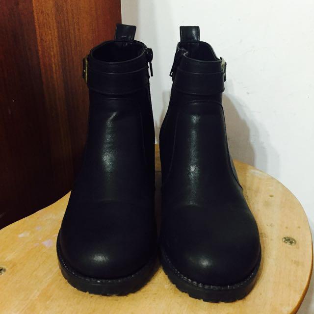 含運》富發牌 黑色短靴