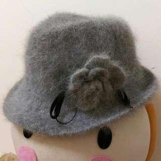 🐼 全新 🐼 秋冬 日本帶回 灰色 花朵 毛帽