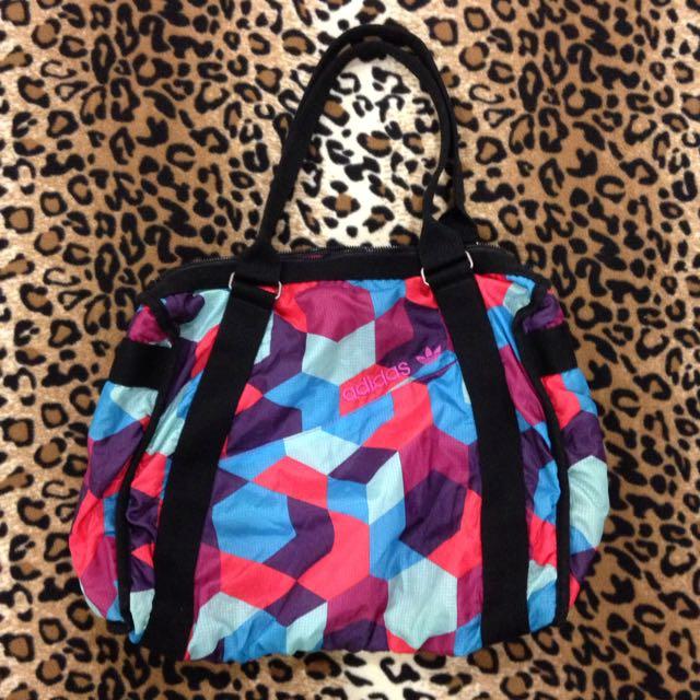 Adidas包包 愛迪達幾何圖形 可裝A4