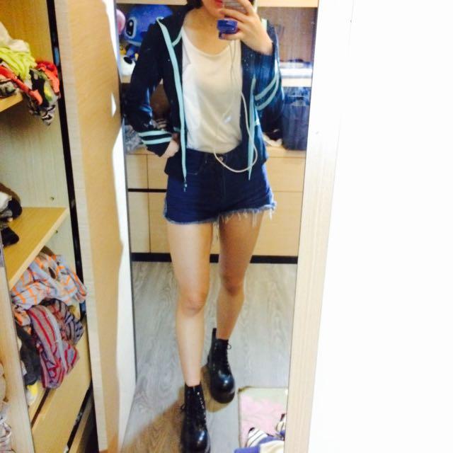 深藍色運動連帽外套
