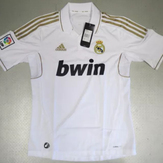 premium selection cd889 a6106 BNWT Real Madrid 11/12 Home Kit Size Small, Sports on Carousell