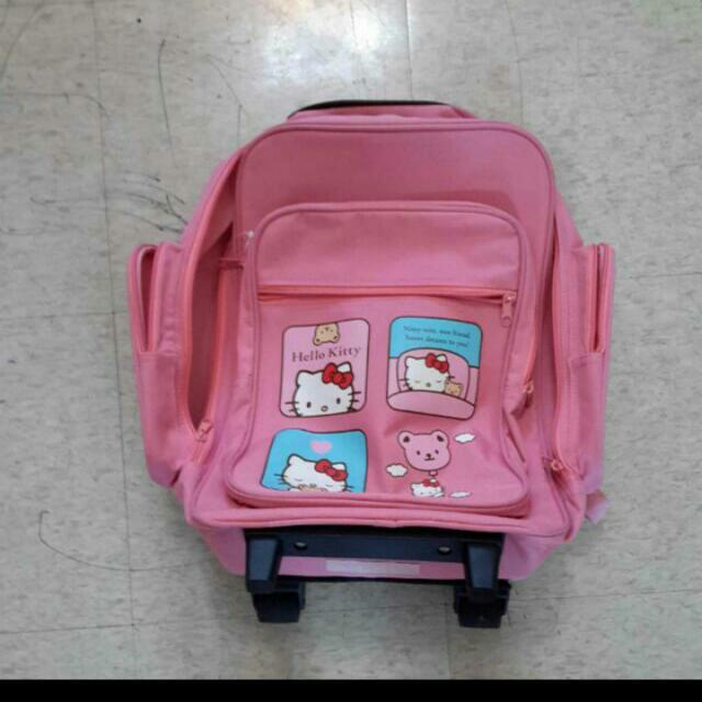日本帶回Hello Kitty拉桿書包