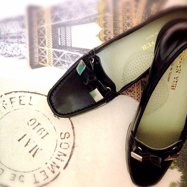 百搭漆皮增高通勤鞋,全新的禮物唷🎁MIT支持台灣貨,好穿不咬腳~現在都穿球鞋了所以割愛❤️原價1600