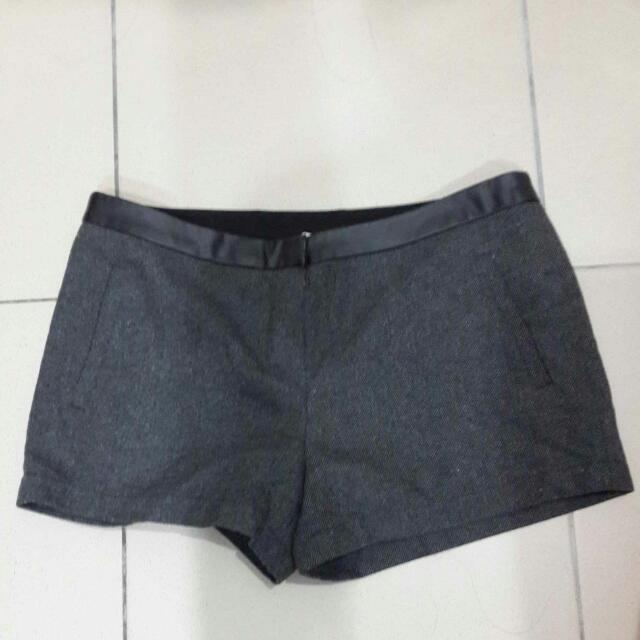 [202][二手]Net毛料灰色冬季短褲40