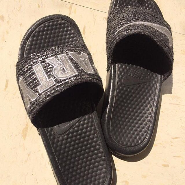 Nike Party特別款拖鞋