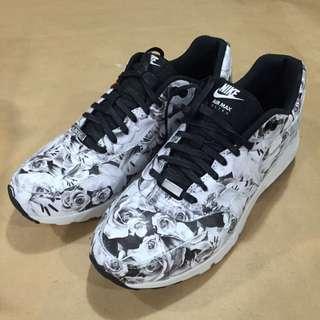 全新限定版Nike鞋
