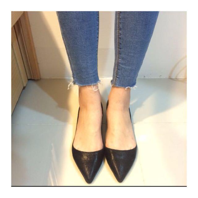 黑尖頭平底鞋