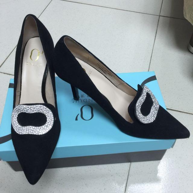 達芙妮Daphne 👠秋冬麂皮鑲鑽黑色高跟鞋