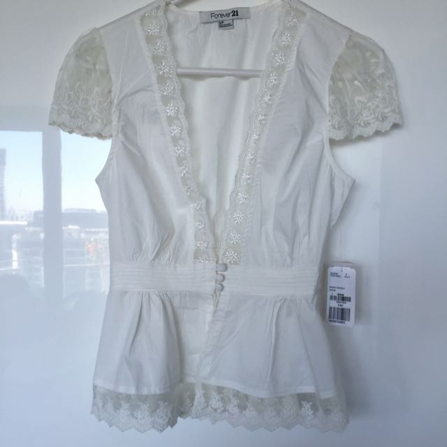 Forever 21 Lace Top S