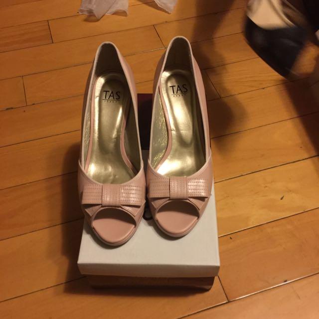 TAS粉色高跟鞋