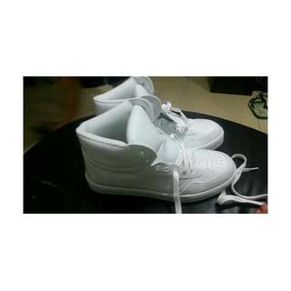 全新✨✨✨白高桶鞋