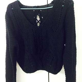 (含運)秋冬短版黑色針織上衣,背後還有交叉綁帶呦