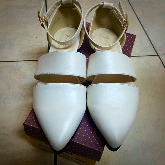 白平底尖頭鞋