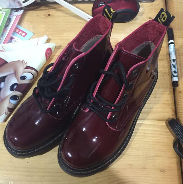 23.5 馬汀鞋 亮皮 紅色