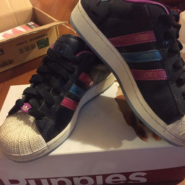 (降價)Adidas 22.5 九成九新 黑色貝殼鞋(免運)