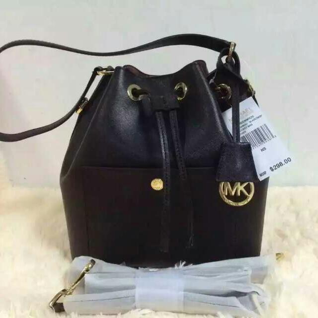 c3b5b464e258a P.O  Authentic Michael Kors Medium Greenwich Bucket Bag Black ...