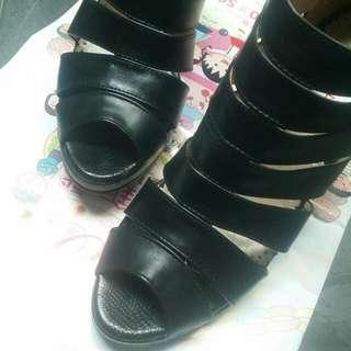 全新23/36黑色高跟鞋