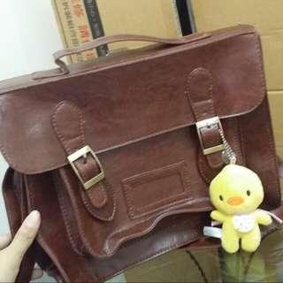 個性台灣自創品牌, 側背包,肩背包,後背包,復古兩用只賣500 ,無破損或髒污,拍賣所得捐育幼院或換喜歡的