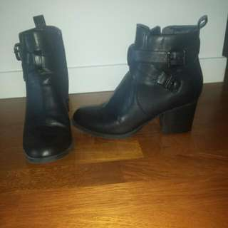 Sz 8 Women's Black Ankle Boots