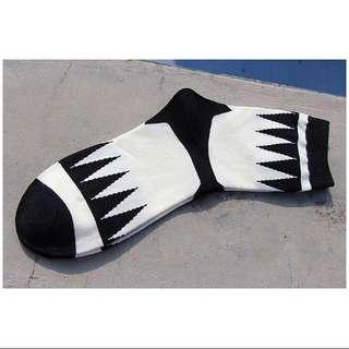 韓國方格黑白配民族風款襪子