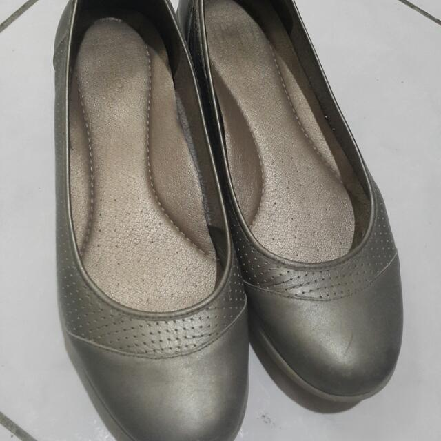 低調金色楔型娃娃鞋 大尺碼女鞋  550含運