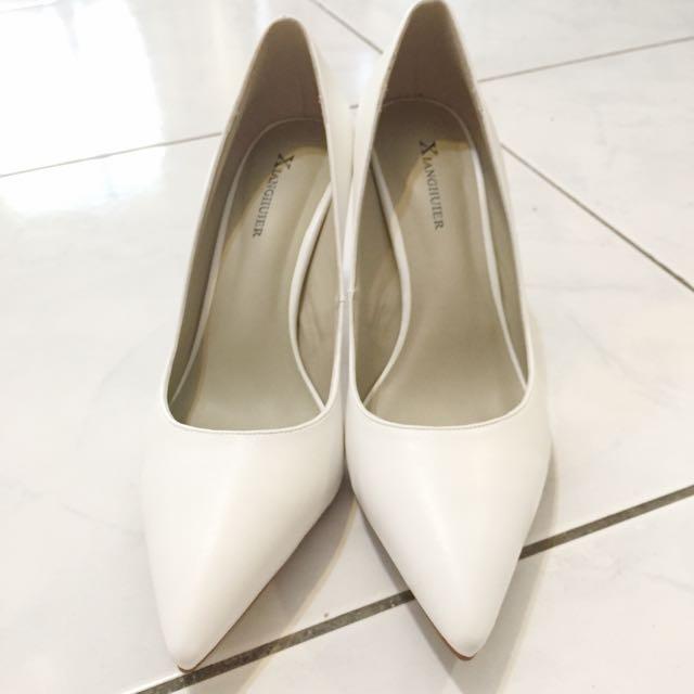 全新 白色尖頭高跟鞋 37號