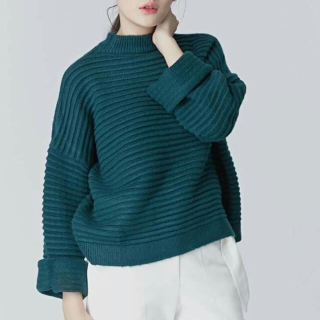 小安連線 Nude 寬袖橫紋小高領鬆軟毛衣 藍綠墨