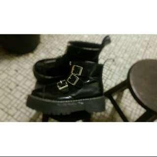 馬丁鞋厚底