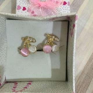 櫻桃夾式耳環