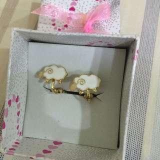 綿羊夾式耳環
