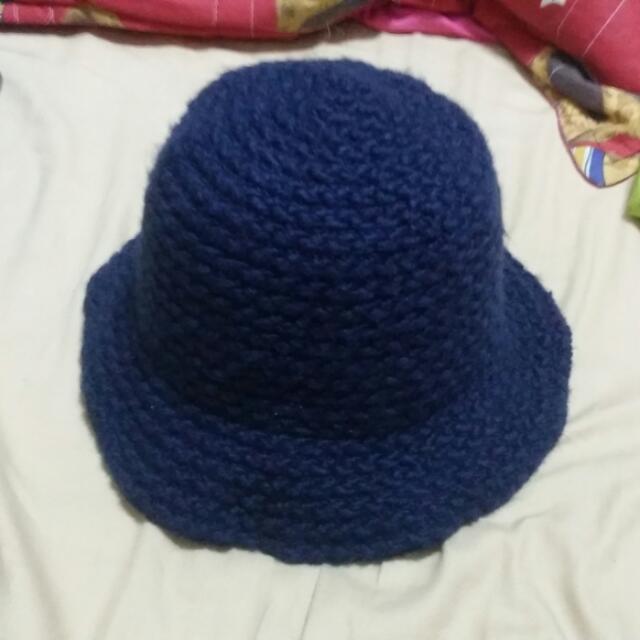 深藍色帽子