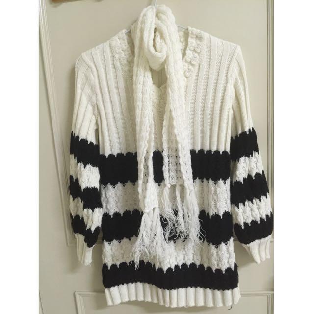 白底黑條紋 針織上衣 附圍巾