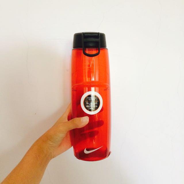 Nike 紅色大容量水壺