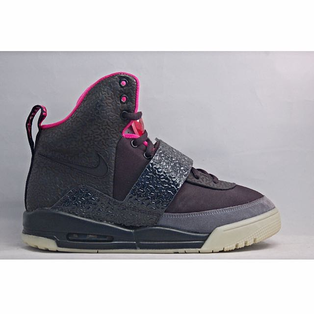 Nike Air Yeezy 1 'Blink' / 'Tan', Men's Fashion on Carousell